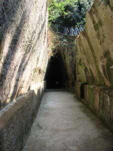 вход в пещеру Кумской Сивиллы