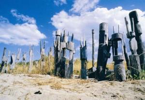 Церемониальные похоронные столбы на островах Тиви, Австралия