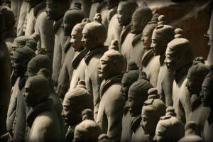каждая фигура сохраняет портретное сходство с реальным солдатом войска Ши Хуанди